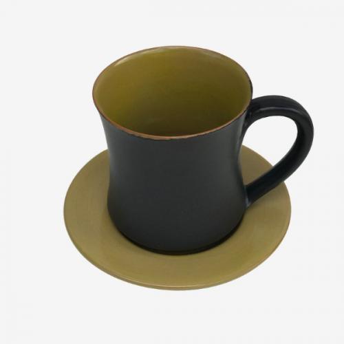Tasse vert et noir en faÏence